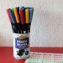 Pinselstifte in verschiedenen Farben in einer Dose, Foto: Janne Klöpper