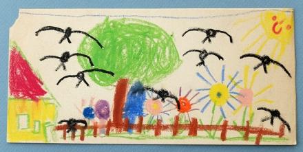 Kinderzeichnung Haus, Garten, Blumen, Baum, Vögel. Zeichnung und Foto: Janne Klöpper