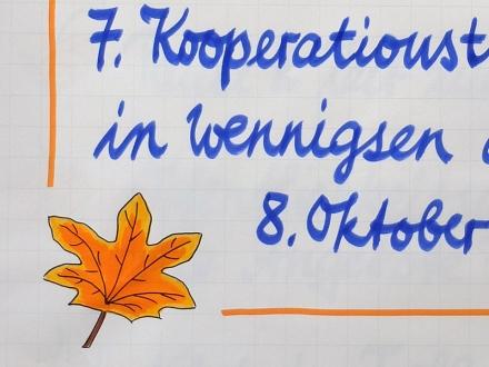 Blatt mit Herbstfärbung als grafisches Element auf einem Flipchart. Zeichnung und Foto: Janne Klöpper